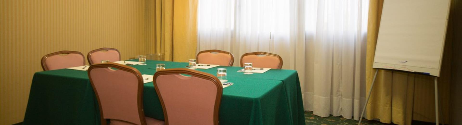 The meeting rooms of Air Hotel Linate are also ideal BW for small meetings: contact us to reserve your meeting!
